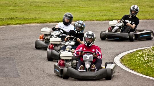 Karting à Lyon : trouver une piste sur le lieu de ses vacances