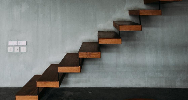 Pourquoi faire appel à une entreprise de métallerie ferronnerie pour son escalier flottant ?