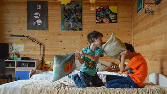 Jeux d'intérieur et activités pour amuser les enfants loin des écrans